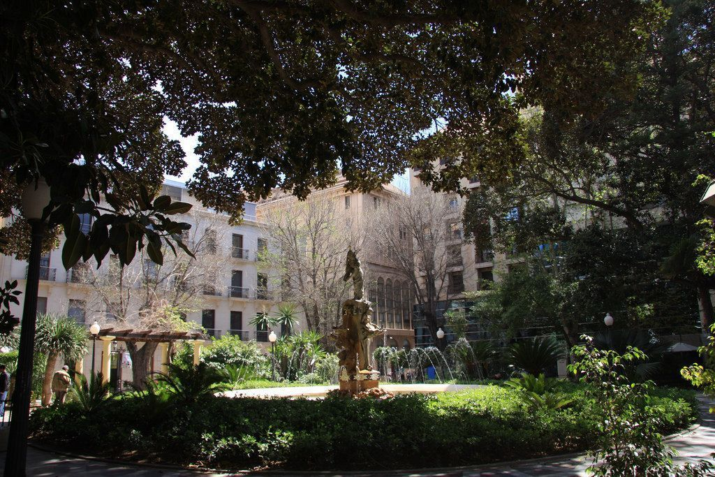 Un libro repasa la historia de la Plaza Gabriel Miró en LETRAS