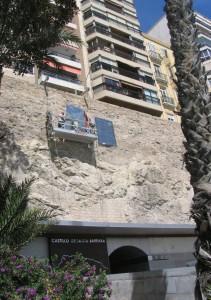 Lastres rinde homenaje a Sempere en la ladera del monte Benacantil en ESCULTURA
