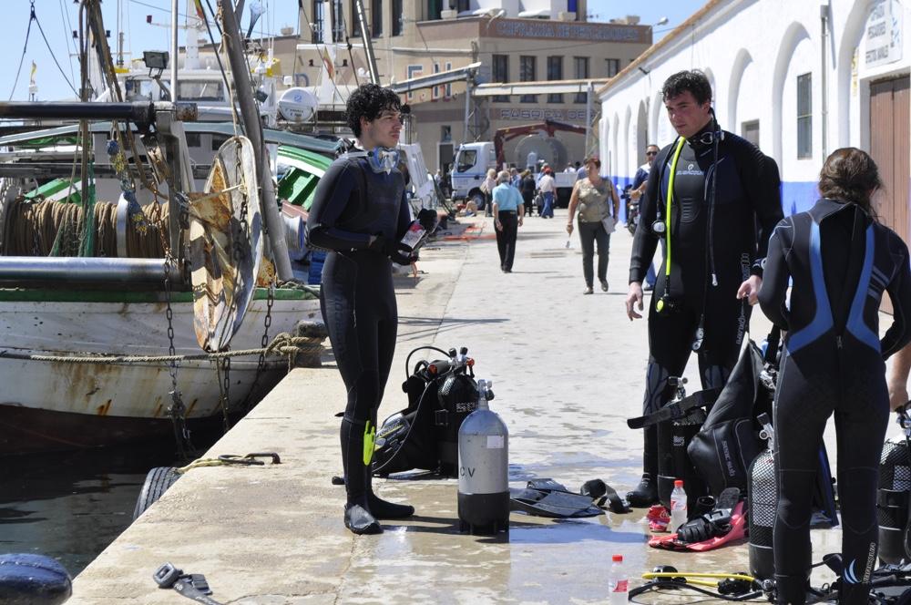 Extraen 1.540 kilos de residuos del lecho marino del Puerto de Calpe en MEDIO AMBIENTE