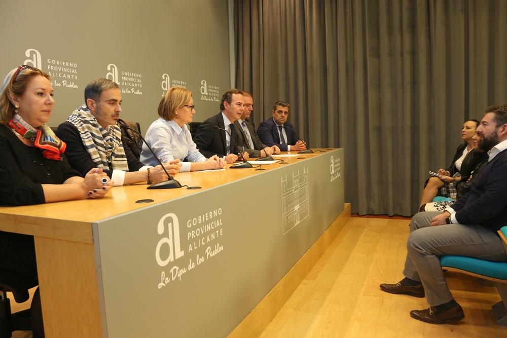 El MARQ acoge la primera edición de la 'Pasarela Solidaria Rotary Club Alicante' en MODA