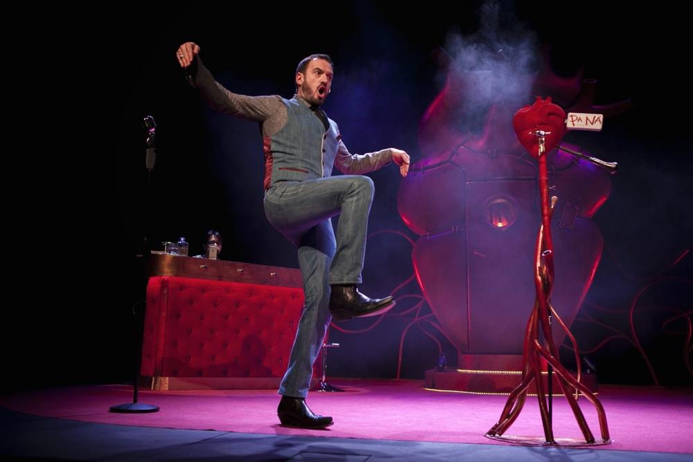 Álex O'Dogherty trae al Principal su nuevo espectáculo 'El amor es pa ná' en ESCENA