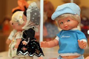 Exposición de las famosas muñecas de Onil en la Fundación Caja Mediterráneo en ARTE