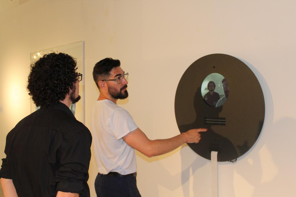 Artistas españoles y colombianos interpretan la impronta de Internet en la realidad en ARTE