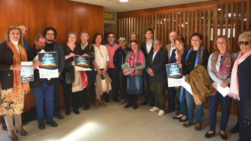 'El libro viajero' propicia la lectura de escritores alicantinos en LETRAS