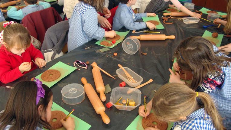 Vuelven los 'Diumenges al MUA' con 12 talleres para público familiar en ARTE