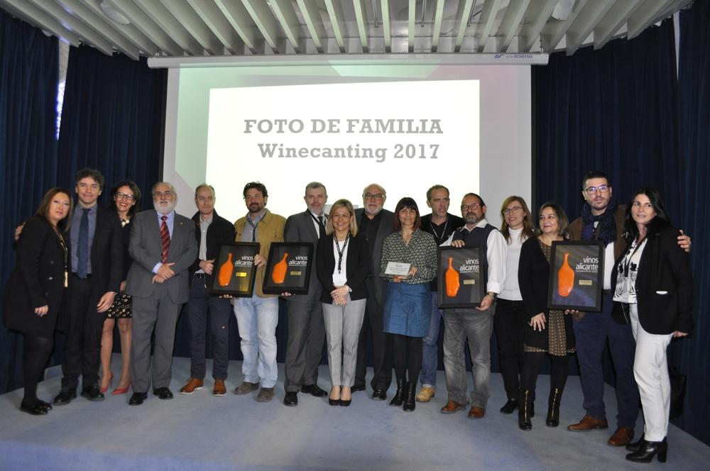 Vinos de Alicante premia la promoción de los caldos de la tierra en GASTRONOMÍA