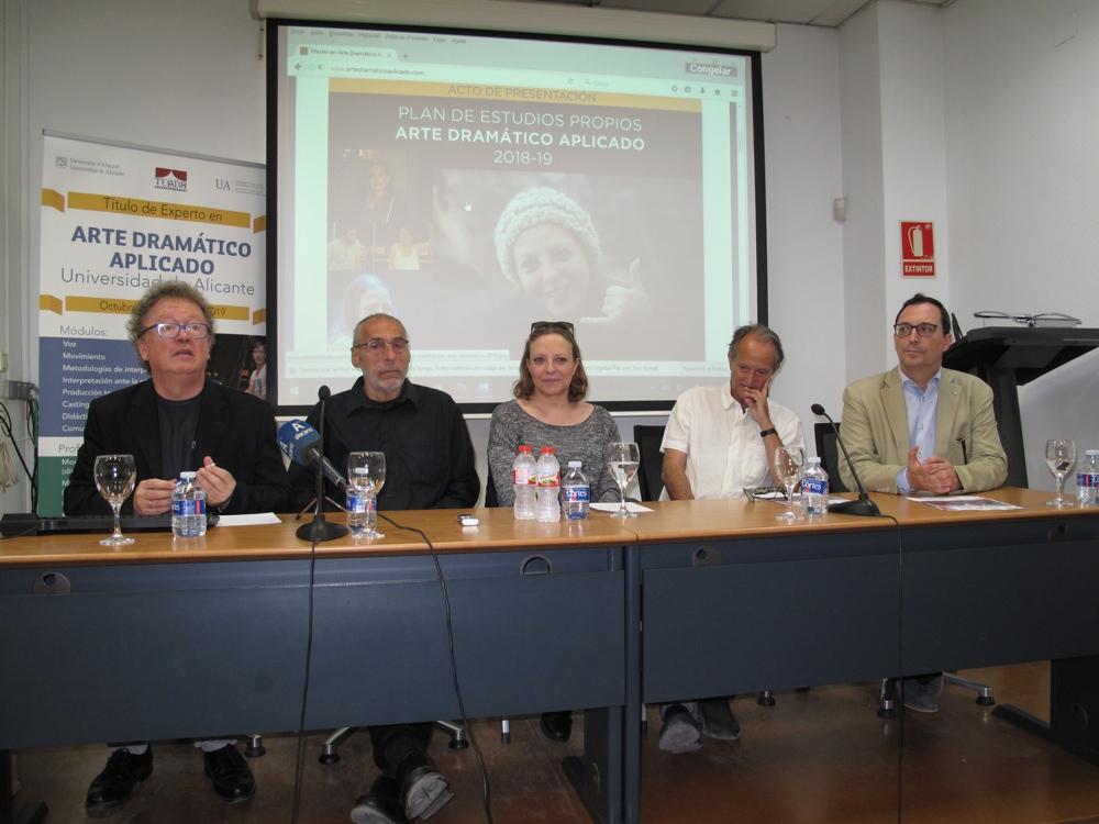 'Dentro de una hora' recupera la memoria de las víctimas del bombardeo del Mercado de Alicante en ESCENA