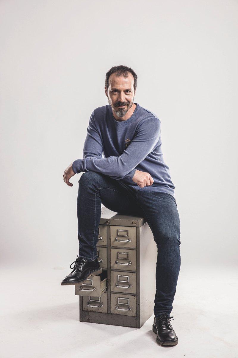 Fele Martínez vuelve a casa con el alocado musical 'Mueblofilia' en ESCENA