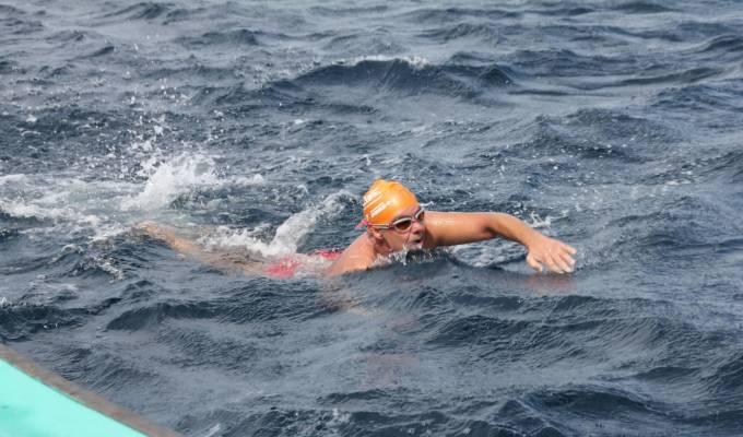 Jorge Crivillés afronta el reto de cruzar a nado el Canal del Norte en apoyo a pacientes oncológicos en DEPORTE