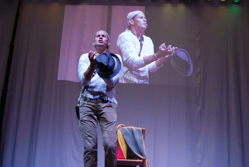 'Como decía mi abuelo', cuentos colombianos con el humor de Caoz en el Freaks en ESCENA