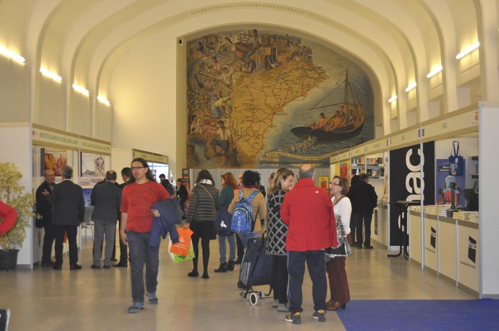 Inaugurada la 49 Feria del Libro de Alicante con la presencia del escritor Manuel Vilas en LETRAS