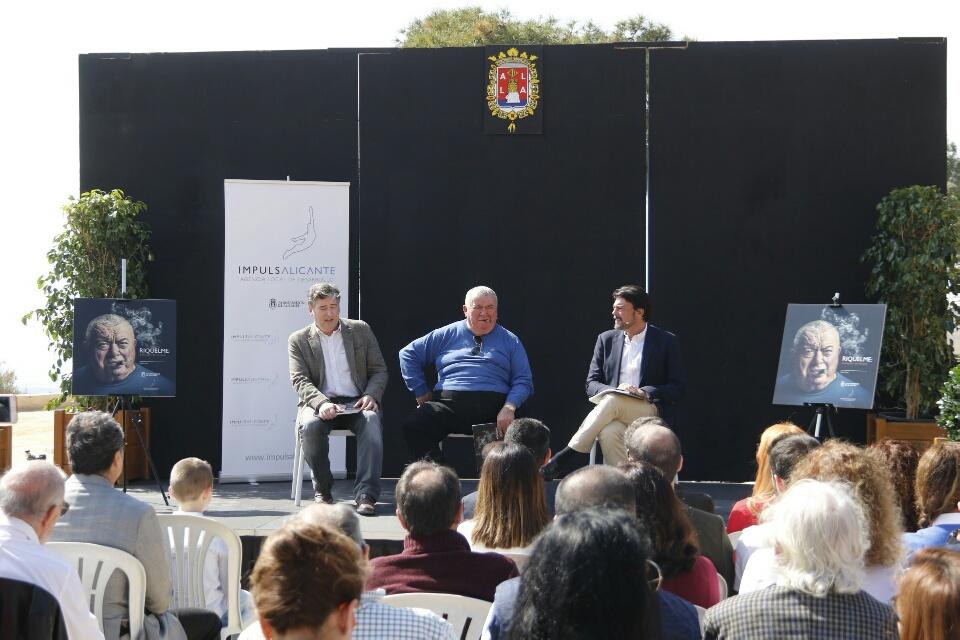 Martín Sanz recorre en un libro la trayectoria del ilustre cocinero alicantino Riquelme en GASTRONOMÍA LETRAS