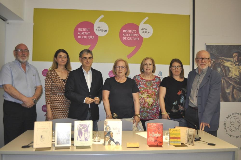 La familia de Rafael Azuar dona la biblioteca y el archivo del insigne escritor alicantino al Instituto Juan Gil-Albert en LETRAS