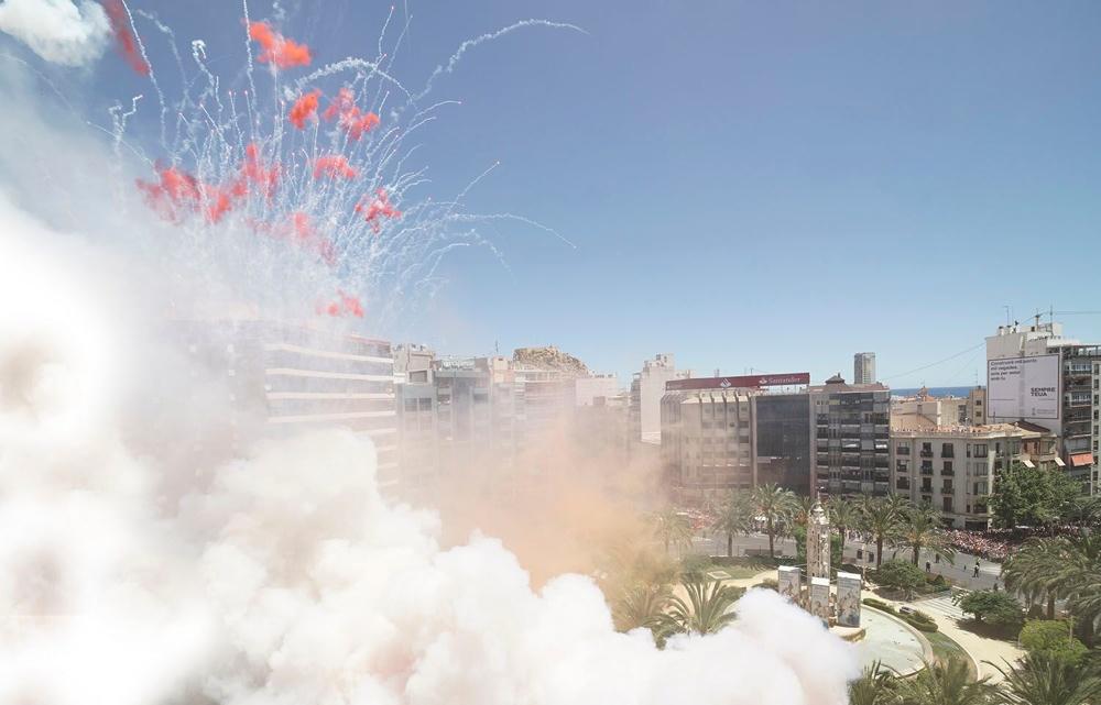 Amstel inaugura el calendario pirotécnico con una potente mascletà en AIRE LIBRE