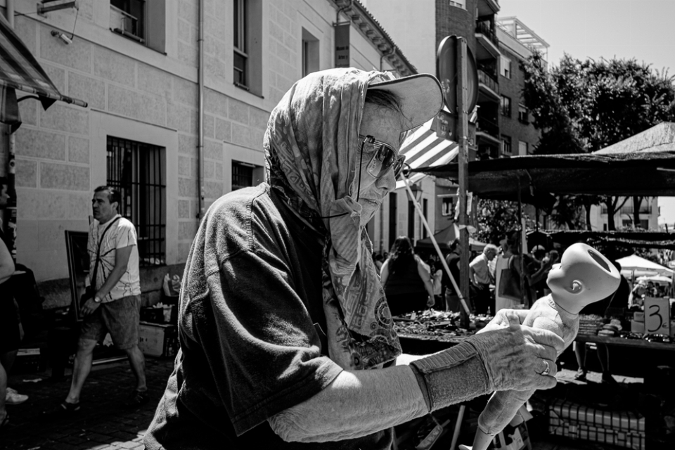 El alicantino Rafael Ricoy retrata el 'Rastro' de Madrid más desconocido y auténtico en FOTOGRAFIA