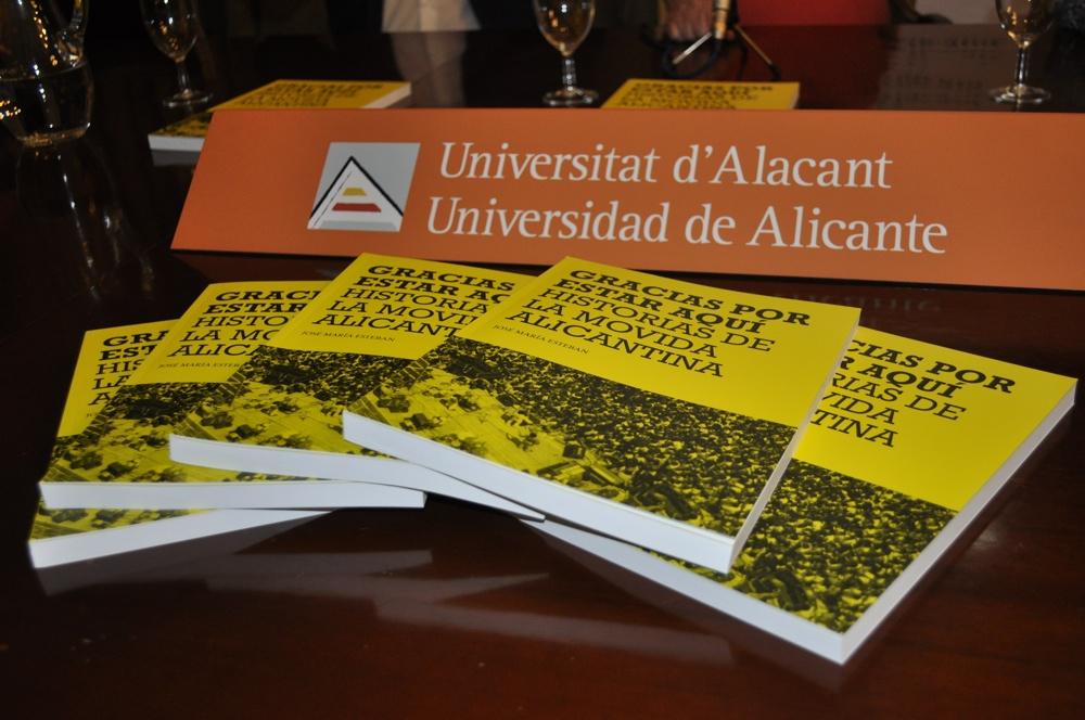 José Mª Esteban recoge la movida alicantina en su libro 'Gracias por estar aquí' en LETRAS MÚSICA