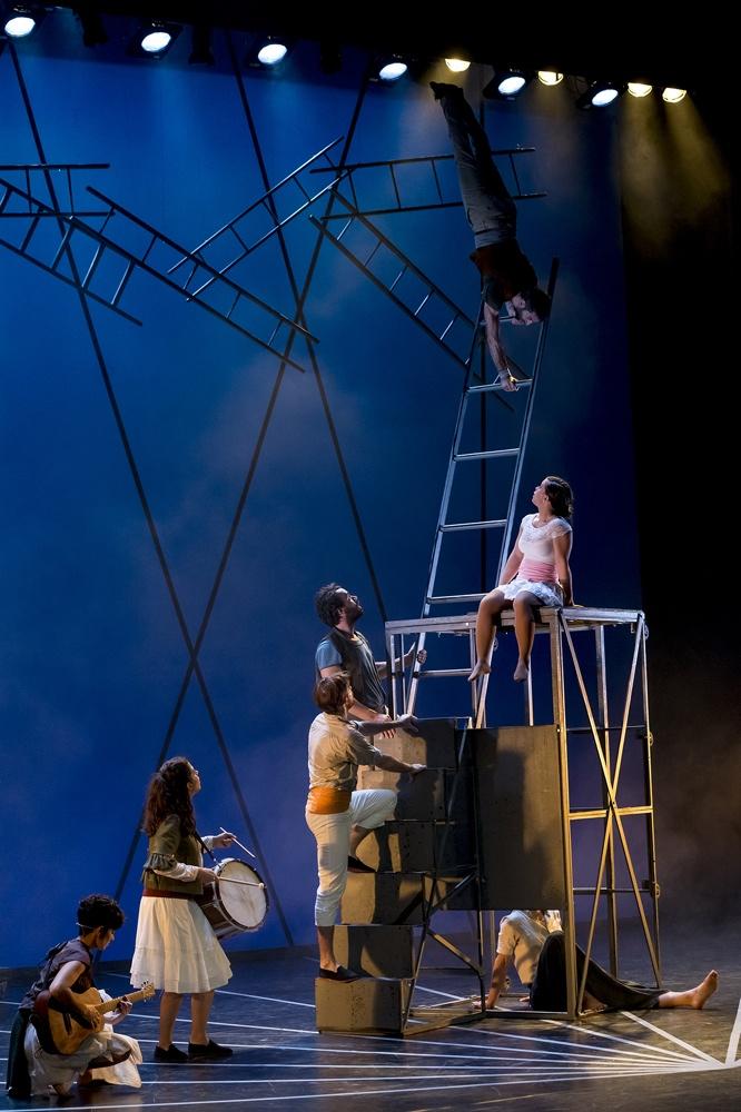 Fin de semana en el Principal con la música de 'Albaladre y Son del Malecón' y el circo de 'YOLO, You Only Live Once' en ESCENA