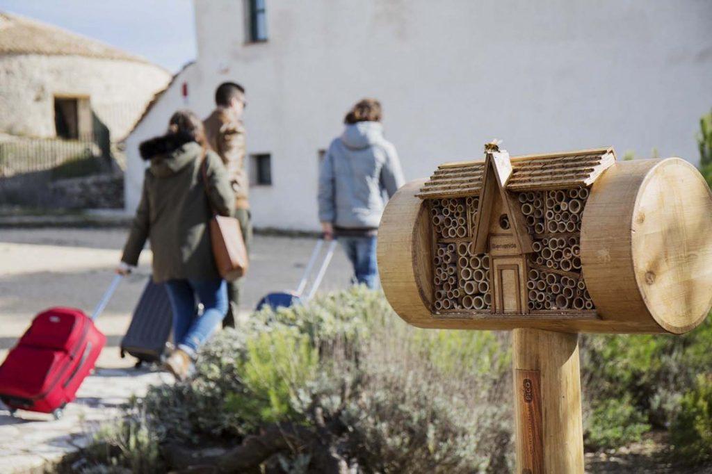 Nace en Jijona 'Bee&Bee', la primera cadena de hoteles para abejas en MEDIO AMBIENTE