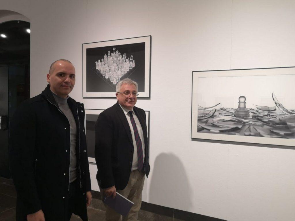 La exposición 'Inocentes' del artista García de Marina reflexiona sobre los derechos humanos en la Lonja en FOTOGRAFIA