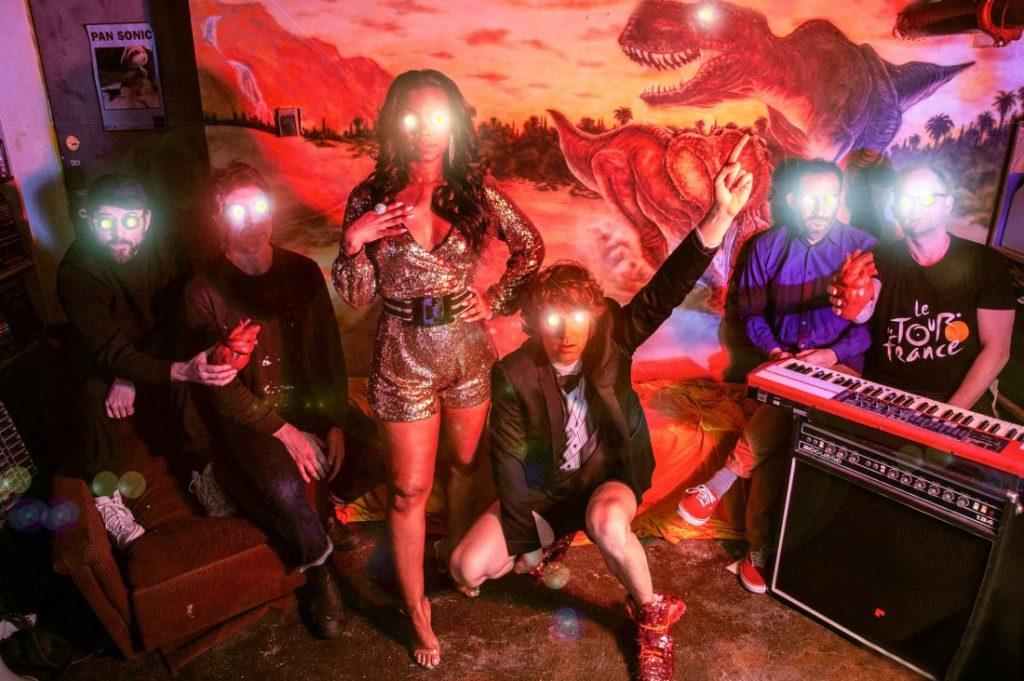 Metronomy, King Gizzard & The Lizard Wizard y !!! (Chk Chk Chk) se suben al cartel de Low Festival en MÚSICA