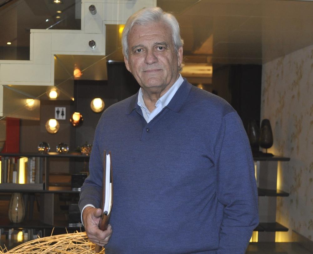 Rafael Soler presenta en Orihuela su última novela 'Necesito una isla grande' en LETRAS