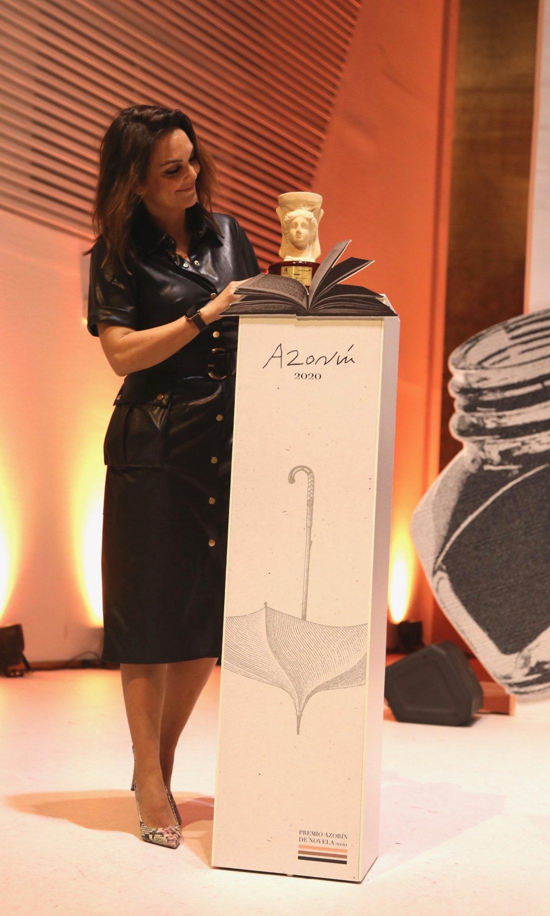 Mónica Carrillo, ganadora del Premio Azorín de Novela 2020 con su obra 'La vida desnuda' en LETRAS