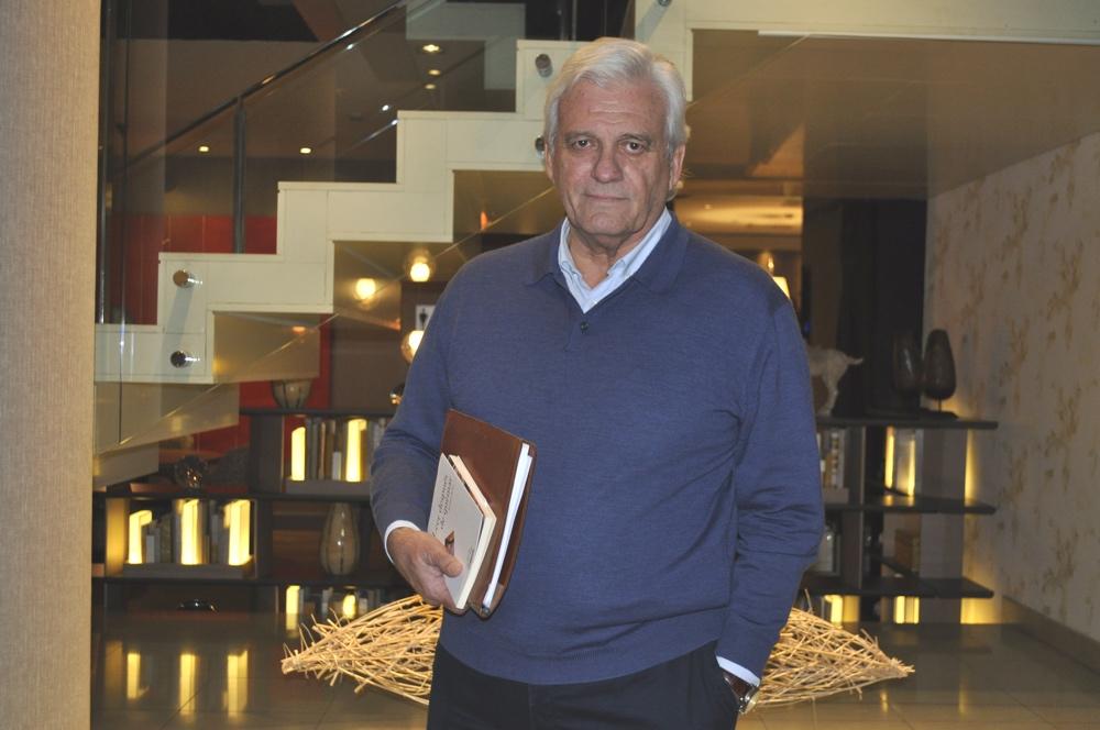 Rafael Soler presenta su novela 'Necesito una isla grande' en el fórum online de la Librería 80 Mundos en LETRAS