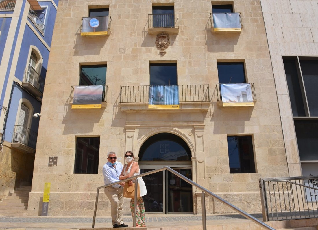 Cultura invita a recorrer la exposición al aire libre 'Desde mi balcón', 50 instantáneas del confinamiento en FOTOGRAFIA