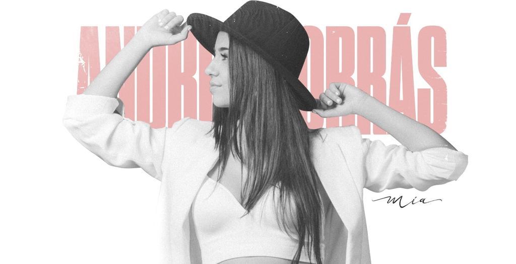 La alicantina Andrea Borrás irrumpe con fuerza en la escena pop con su primer disco, 'Mía' en MÚSICA