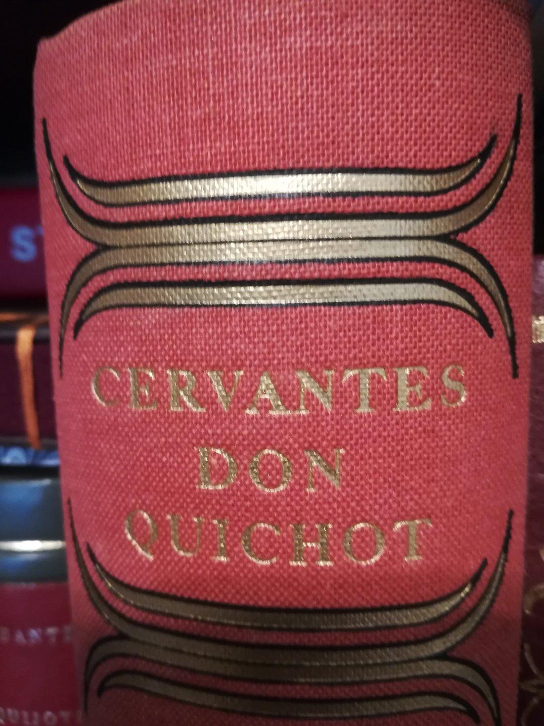 Tomas Lloret, coleccionista de 'El Quijote' y encuadernador en ARTESANIA
