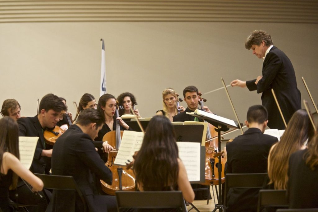El ADDA acoge el tradicional Concierto solidario de Navidad Rotary-UA en MÚSICA