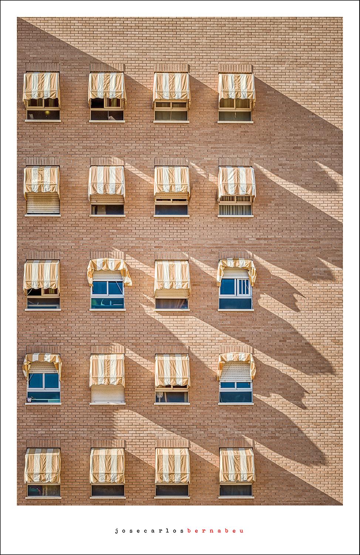 El fotógrafo José Carlos Bernabéu muestra la belleza de lo cotidiano en espacios públicos de Benidorm en FOTOGRAFIA