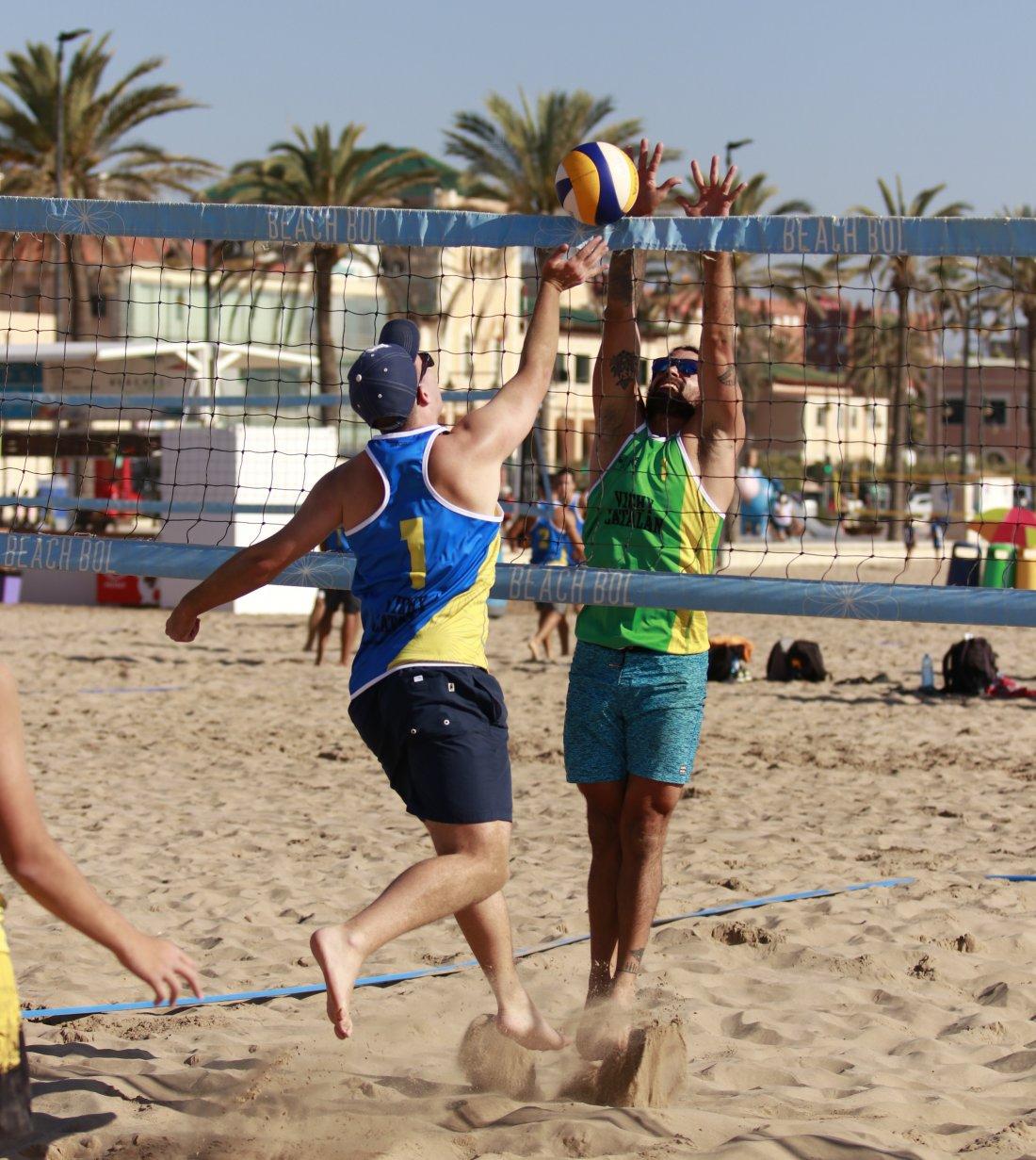 Alicante se prepara para la 3º prueba del Circuito 'Vichy Catalan' Mediterranean Beach Volley en DEPORTE