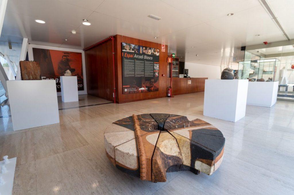 El MUA abre el nuevo 'Espai Arcadi Blasco' con una quincena de piezas escultóricas del autor en DESTACADOS